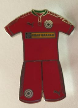 Red kit badge
